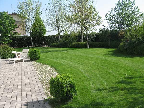 Tagliare l erba reggio emilia parma servizio giardinaggio - Quando seminare erba giardino ...